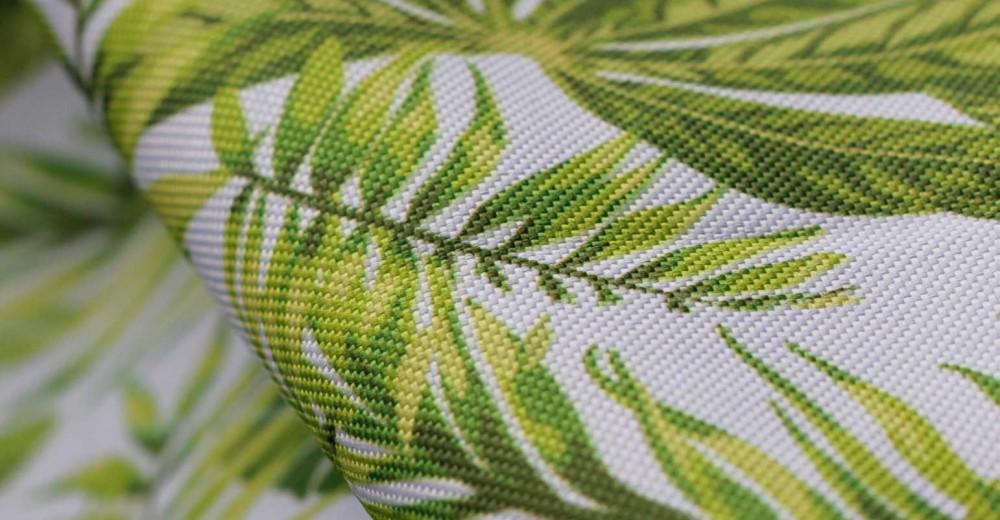 Tela personalizada con el estampado creado por ti, en este caso se trata de un estampado personalizado con hojas, muy actual.